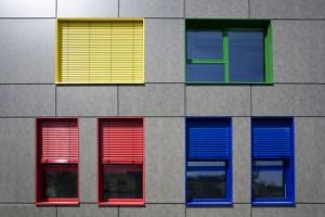Fenster in öffentlichem Gebäude